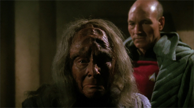 Picard wears a sneaky robe, (Kah)lest he be discovered here...