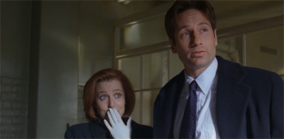 I do like that Mulder does his Humbug-style posing even in his oen version of events...