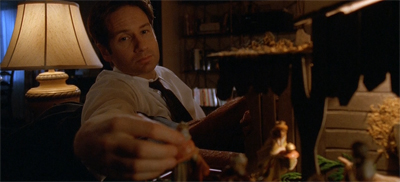 Is Mulder cribbing Scully's story?