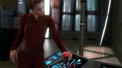Also, Kira's boot might be a TARDIS.